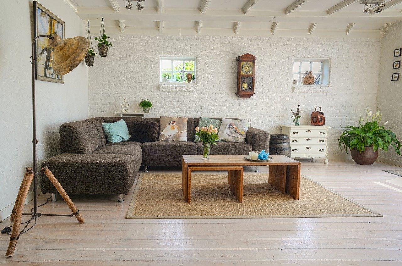 新生活に「イームズチェア」はいかがでしょうか?オリジナルは高価なのでリビングにリプロダクト家具を購入してみました。
